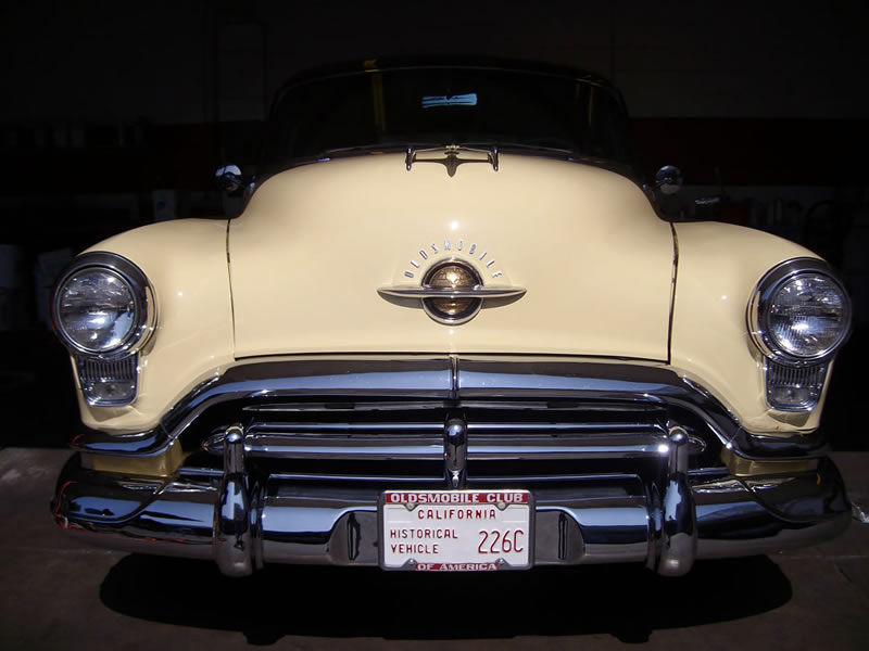 1952 Oldsmobile 88 - Front View